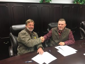 MREA President Henry Dykema and OSHA Area Director Art Hazen signing the Alliance agreement documents